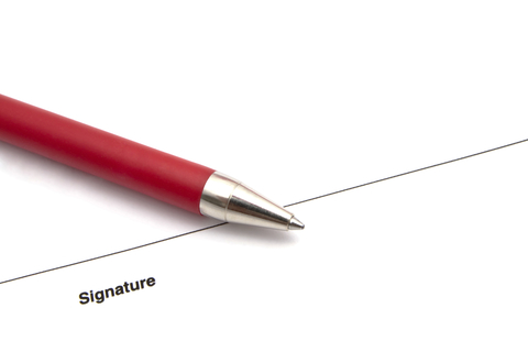 © Inbj | Dreamstime.com - Pen And Signature Photo