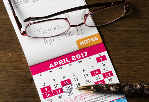 © Steveheap | Dreamstime.com - Gold pen laying on calendar for tax day